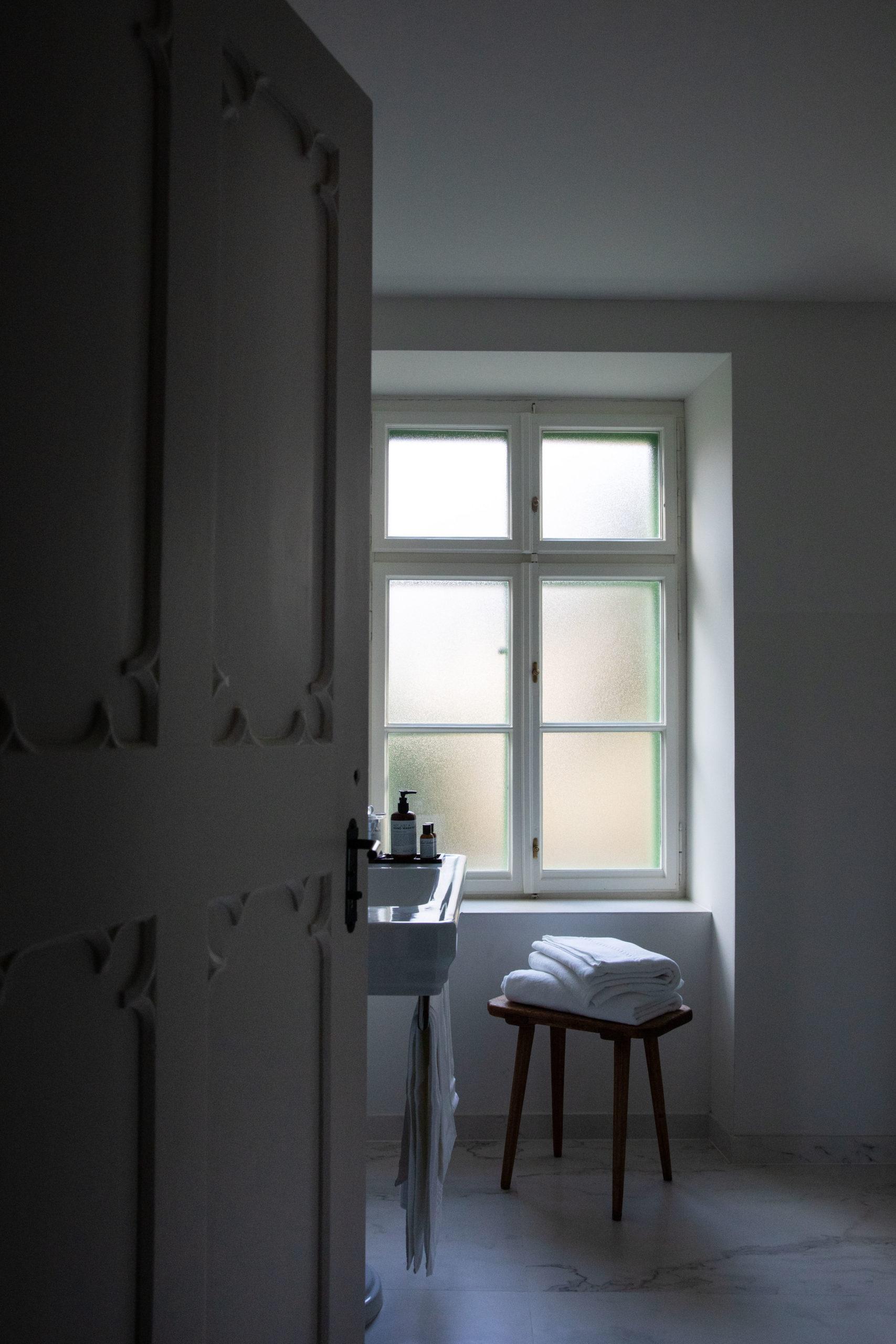 suite 11 bathroom