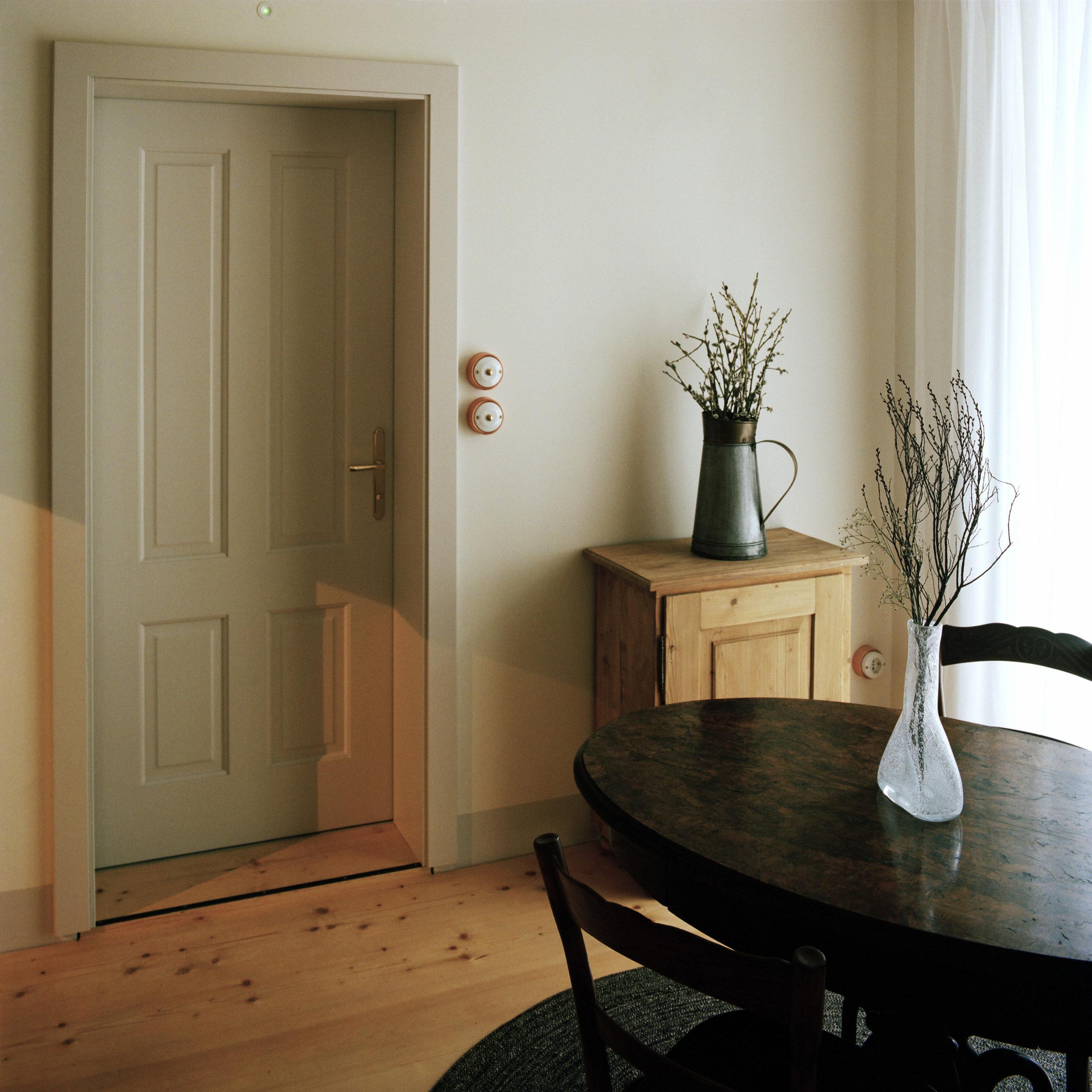 suite 12 bedroom